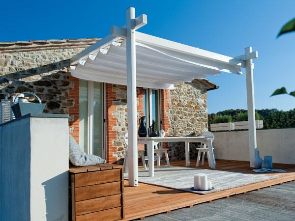 Tettoie in legno e ferro verande a vetri a scomparsa in for Mobile esterno legno